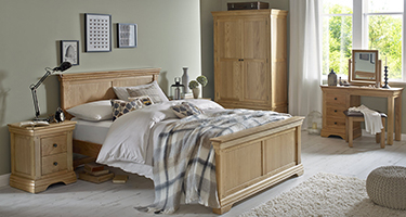 Heritance Wayonne Oak Bedroom