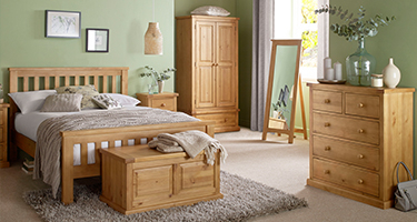 Heritance Bold Pine Bedroom