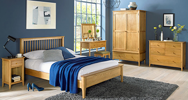 Heritance Corbet Oak Bedroom